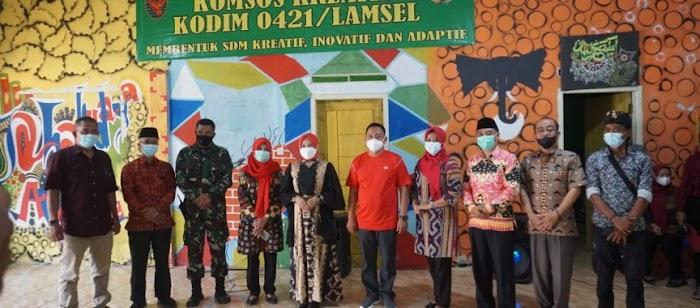 Ketua Tim PKK Lamsel Hadiri Kegiatan Komsos Kreatif Kodim 0421/LS di Sidomulyo