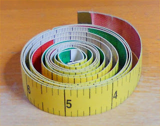 Left handed tape measure