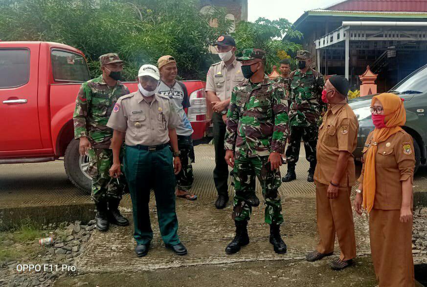 Dandim 1420 bersama Kepala BPBD Sidrap Salurkan Bantuan untuk Warga Wette'e,