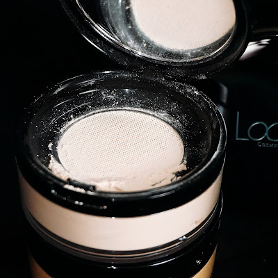 Looke Holy Smooth & Blur Loose Powder mesh texture seridewix Seri Dewi