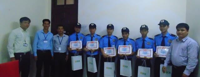Quà tặng khen thưởng nhân viên đạt thành tích chuyên nghiệp.