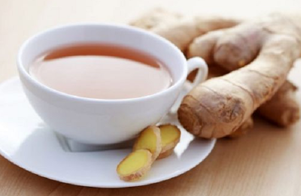 """Drinking ginger on an empty stomach, eating some healthy foods and drinks remains more beneficial to your body than taking chemical drugs if you experience some health problems.  Ginger is one of the best of these healthy foods and drinks, it is a natural drink that treats many diseases for centuries where ginger drink is prescribed to treat many diseases such as problems of the upper respiratory tract, cough, in addition to being a regulator of blood sugar and anti-bleeding and diuretic, but if you experience nausea and a tendency to vomit when you wake up from sleep """"spread this condition among pregnant women"""" you should eat ginger drink on an empty stomach  What are the benefits of drinking ginger on irrigation water? General meaning  Ginger contains chromium, zinc and magnesium that provide proper blood flow in the blood vessels. Ginger gives you a feeling of activity. It also protects you from chills, fever and excessive sweating.  Improves food absorption  Acts as a pain reliever   Ginger contains anti-inflammatory substances in its composition.  Treatment for migraine  Ginger has the ability to stop the action of prostaglandins that cause inflammation in the blood vessels.  Treatment for cold and flu  Ginger relieves the sore throat and sinuses inherent in flu cases.  For ovarian cancer cases  Recent studies have shown the ability of ginger to stimulate the process of getting rid of cancer cells especially in the case of ovarian cancer.  Eliminates bad breath  Eat ginger on an empty stomach works to get rid of the stench of art that are the result of having some stomach problems.  Treats menstrual pain  Eating ginger syrup in the morning in the first three days of the menstrual cycle helps a lot to get rid of menstrual pain.  Elimination of spinal pain  Medical studies have shown that eating 250 milligrams of ginger four times and daily helps greatly reduce spinal pain.  You can prepare your morning drink from ginger tea in the following way: 4 to 6 pieces of"""