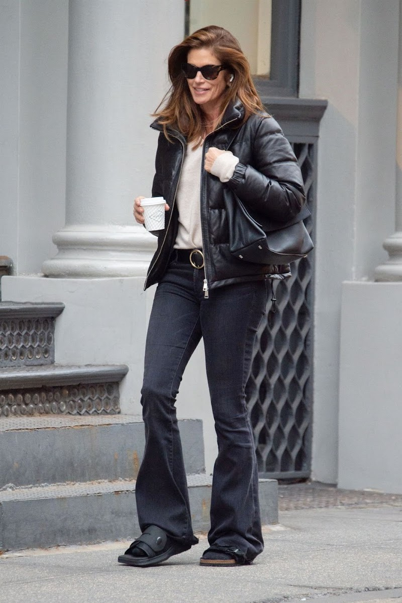 Cindy Crawford Clicked Out for Coffee in New York 5 Feb-2020