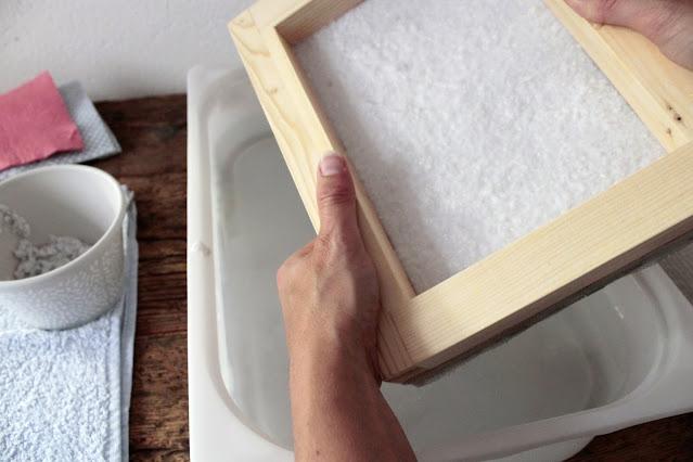 come-fare-fogli-carta-riciclata-sgocciolatura