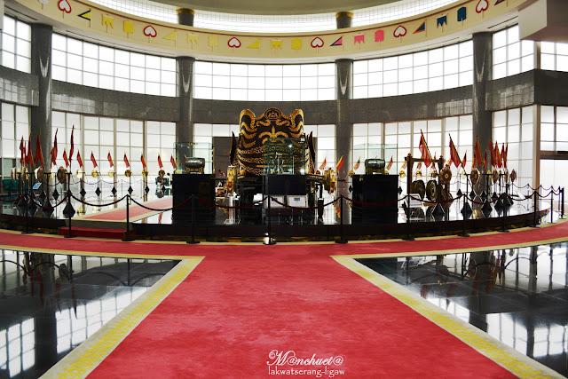 http://www.lakwatserangligaw.com/2015/12/royal-regalia-museum.html