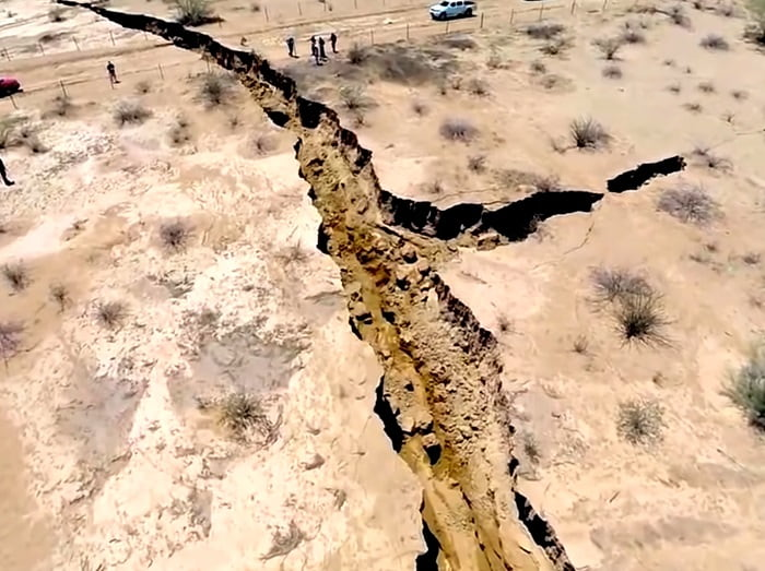 The Giant Cracks In The Earth's Surface