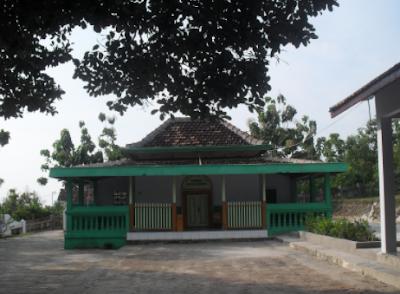 Situs peninggalan sejarah Makam Putri Cempo / Cempa