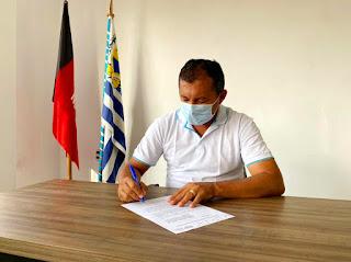 Prefeito assina adesão a consórcio para compra de vacinas contra o Covid-19