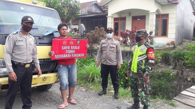 Personel Jajaran Kodim 0207/Simalungun Bersama Anggota Polsek Laksanakan Razia Masker