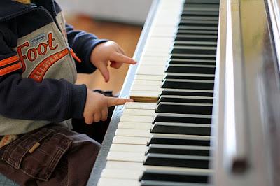 Nên tập đàn piano trên phím nặng hay nhẹ