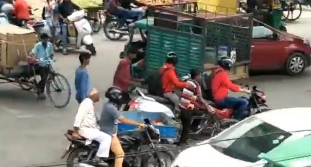 सावधान: चलती गाड़ी से चोर ऐसे चोरी कर रहे हैं सामान, देखें VIDEO
