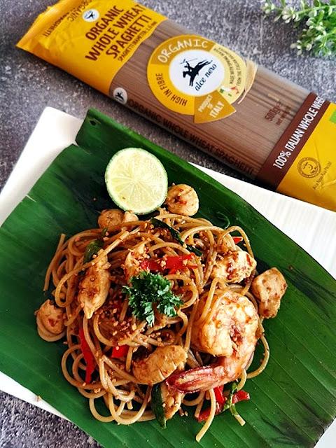 Spaghetti Pad Thai with Wholewheat Pasta