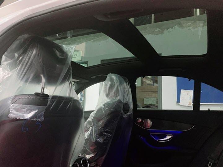 Mercedes C300 AMG 2020 tại Việt Nam bổ sung cửa sổ trời Panorama