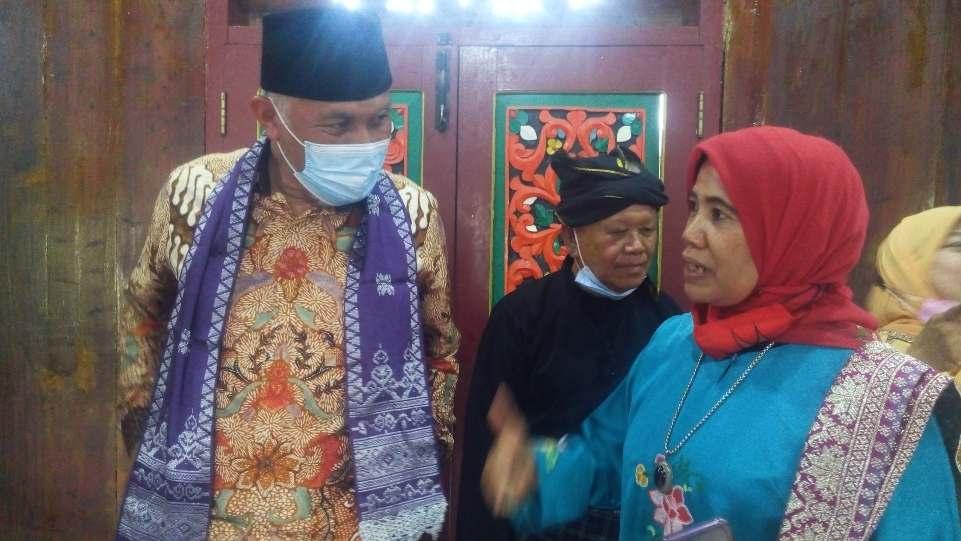 Gubernur Mahyeldi dengan Dra. Zusneli Zubir, M.Hum bincang soal Pemajuan Kebudayaan Nagari Koto Gadang Koto Anau, Sabtu 3 April 2021. (Dok. Istimewa)