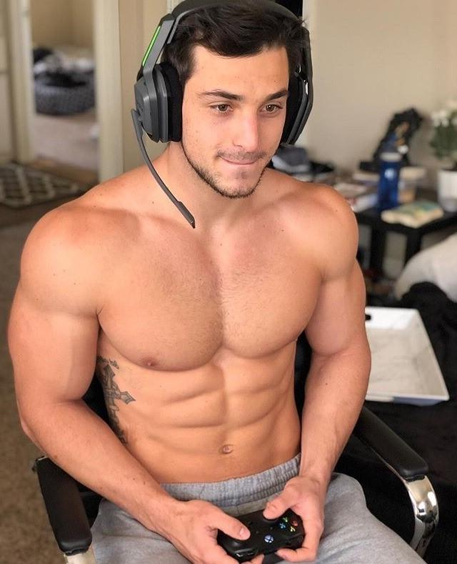 muscular-gamers-fit-shirtless-body-dudes