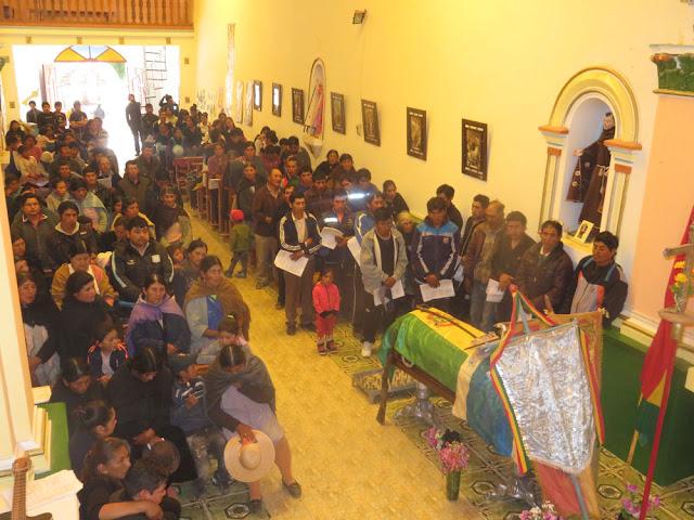 Dann fand das Seelenamt statt, zum ersten Male in meinen Jahren in Esmoraca war die Pfarrkirche supervoll