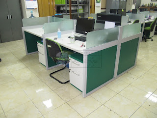 Meja Partisi Sekat Kantor 4 Orang Plus Kabinet + Furniture Semarang