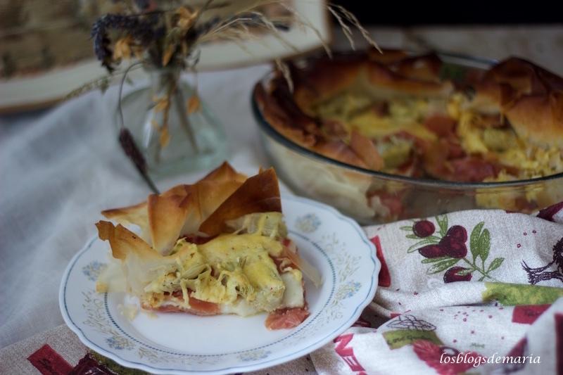 Pastel de pasta philo con jamón ibérico, queso y alcachofas