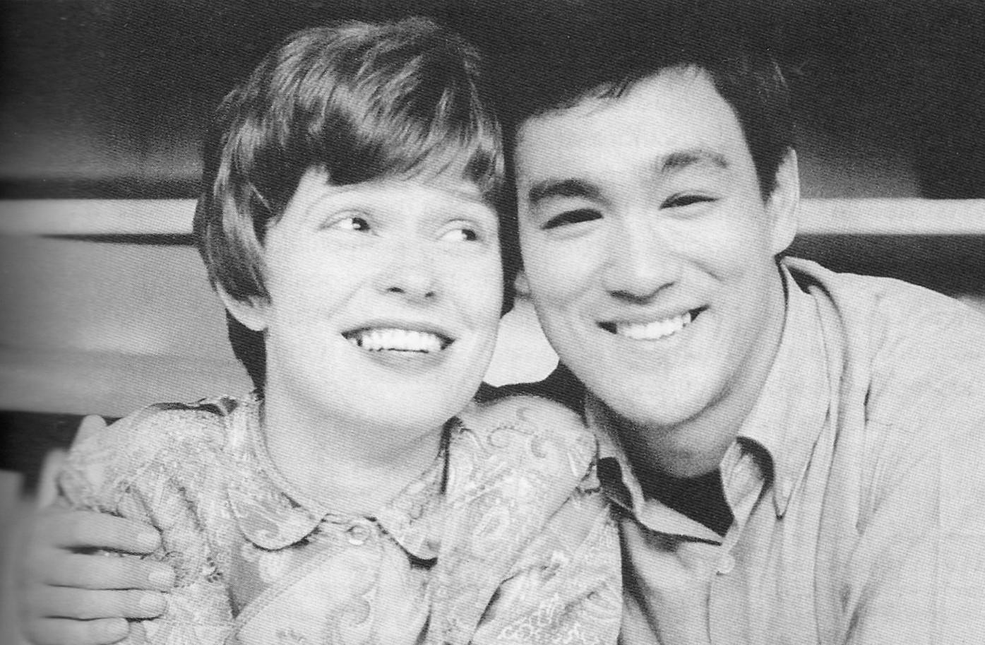 Bruce e sua eterna esposa, Linda Emery