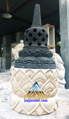 Lampu / Lampion stupa candi borobudur dibuat dari dua batu alam yang berbeda Batu candi dan batu putih.