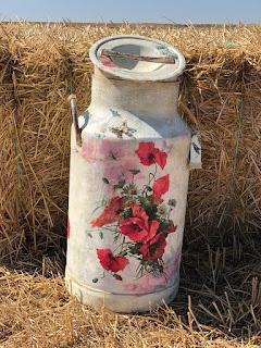 lechera decorada con decoupage y craquelado