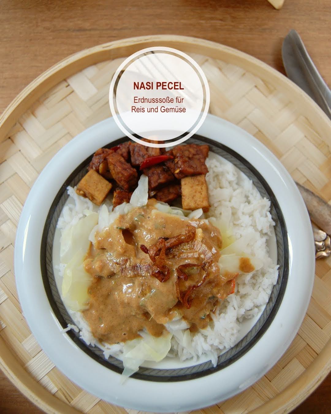 Nasi Pecel, Erdnusssoße aus Bali für Gemüsereis