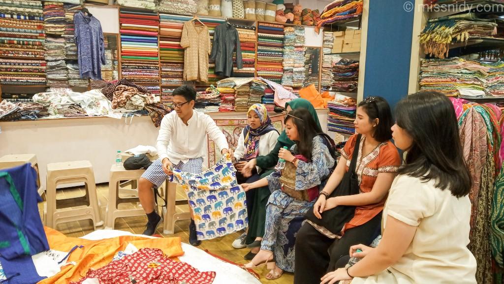 pengalaman beli kain saree di jaipur india