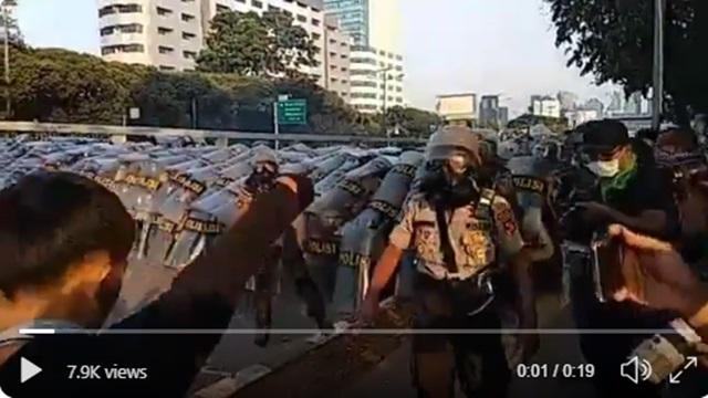 Viral Video Pelajar Tantang Polisi: Tangan Kosong Kalo Berani!