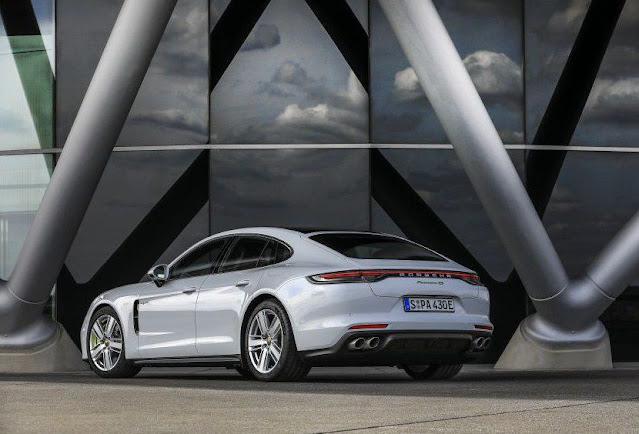 white-turbo-s-panamera-porsche-2021