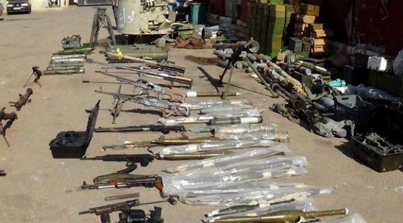 بالفيديو صواريخ أمريكية وإسرائيلية بين مخلفات الإرهابيين في بلدة اليادودة بريف درعا