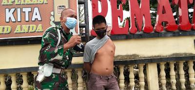 Tuntut Keadilan Untuk Putranya, Serda Lily Ginting Nangis di Depan Polres Siantar