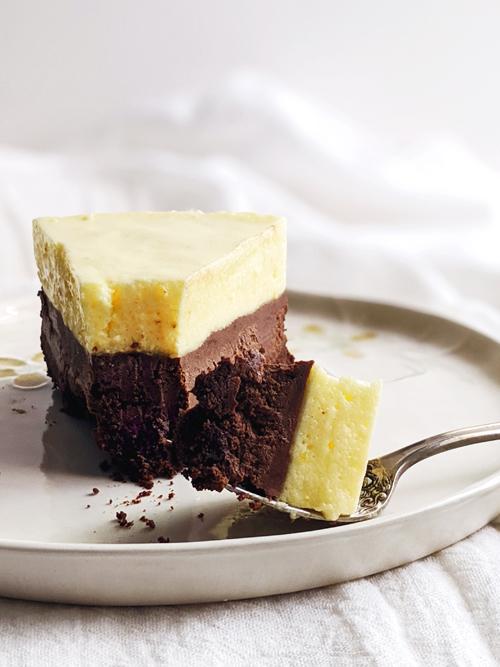 Deliciosa torta de mousse de chocolate y limón. Una combinación irresistible.