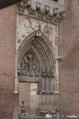 Porta di ingresso alla Cattedrale di Sainte Cécile