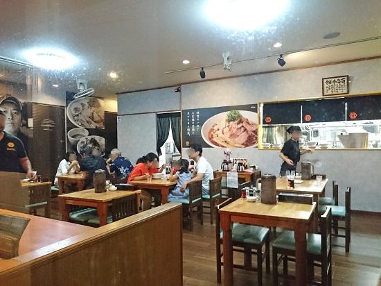 肉汁中華ソバ 百年本舗 沖縄浦添店の店内の写真