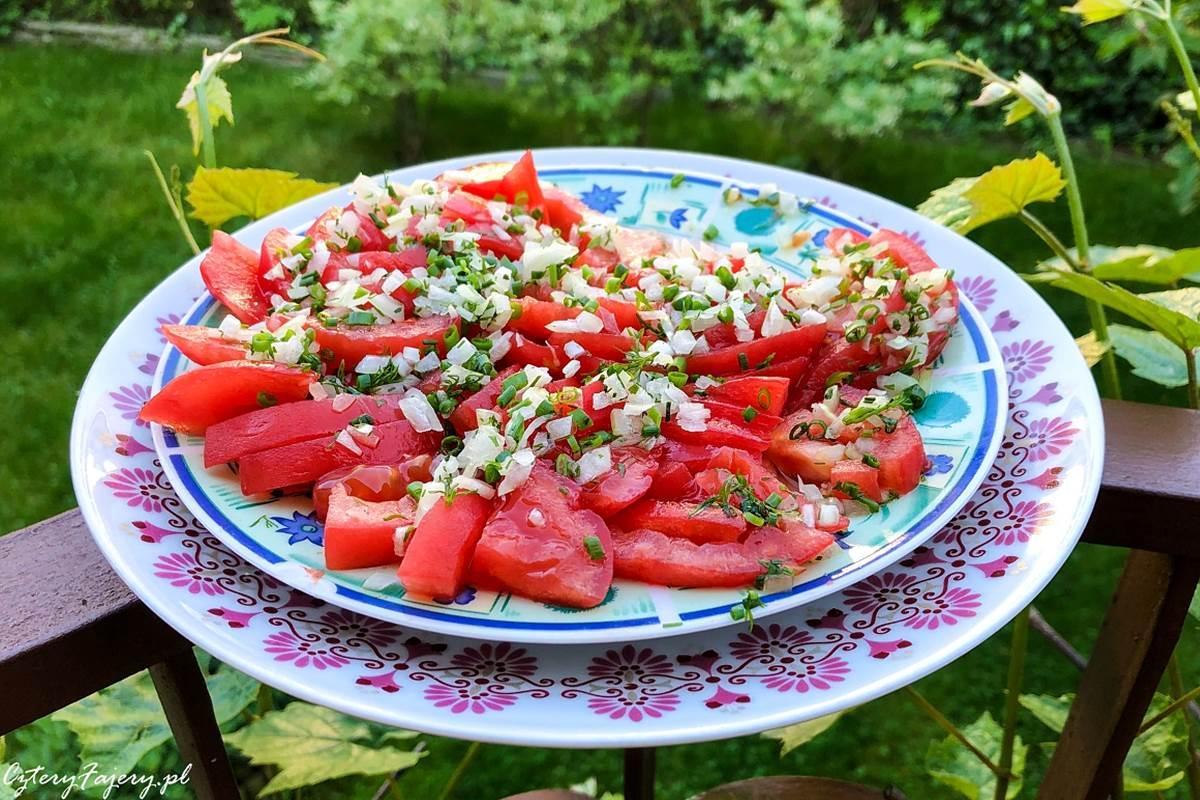 surowka-z-pomidorow-i-cebuli