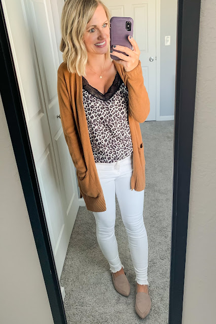 Fall outfit with white jeans #whitejeans #falloufit