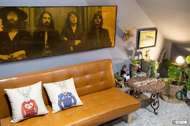 【大叔生活】2021 又是六天五夜的環島小筆記 (住宿篇) - 一樓大廳的沙發區很適合大家聊天、拍照