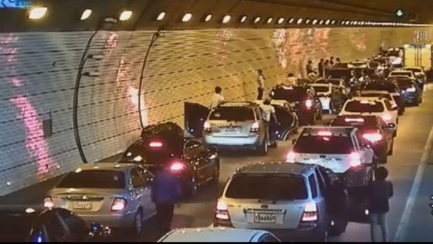 Δείτε τι κάνουν οι οδηγοί στην Κορέα σε περίπτωση ατυχήματος καμια σχέση με το ελλαδιστάν  [video]