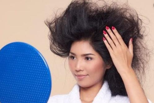 Cara Meluruskan Rambut Menggunakan Bedak Bayi
