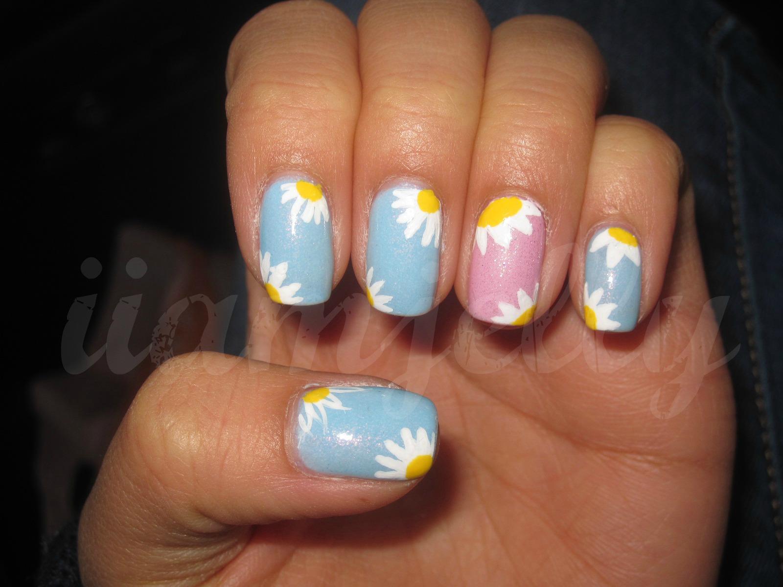 Daisy nail art ideas!