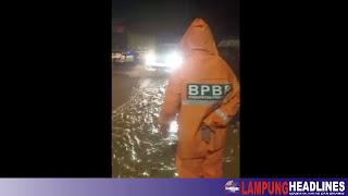 Banjir Genangi Jalan Lintas Barat Pringsewu