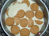 Crema de limón cubierta con galletas