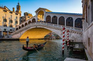 gondole a Venezia,  il Veneto, caratteristiche geografiche ed economiche