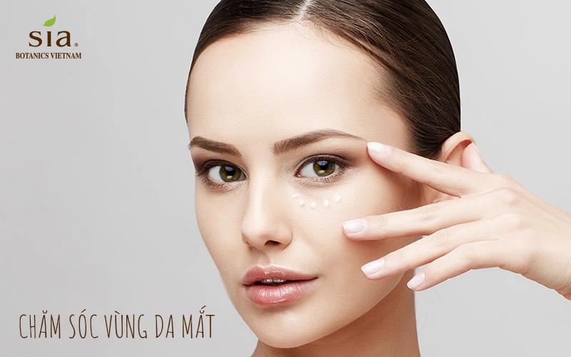 Ccách chăm sóc da của người nhật luôn có chăm sóc vùng da mắt