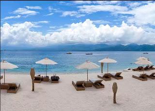 Beach and resort in gili trawangan