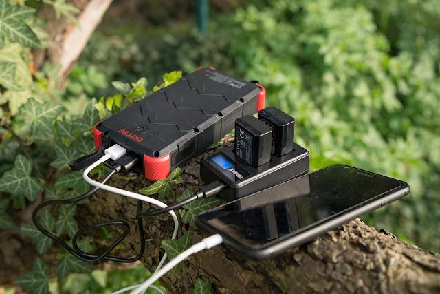 OUTXE 20000mAh Solar Powerbank 4A Dual Input | Energie für unterwegs 01