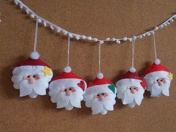 guirnaldas bonitas con adornos de navidad en fieltro