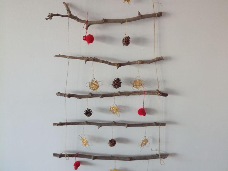 Foto: Albero di Natale con materiale riciclato