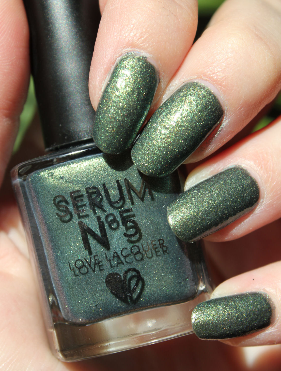 http://lacquediction.blogspot.de/2014/07/serum-no-5-twilight-sparks.html