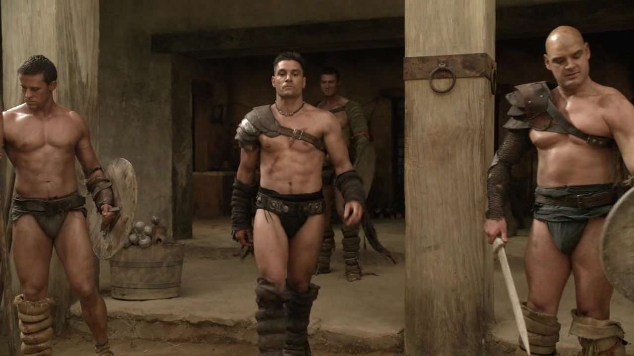 ausCAPS: Manu Bennett shirtless in Spartacus: Blood And
